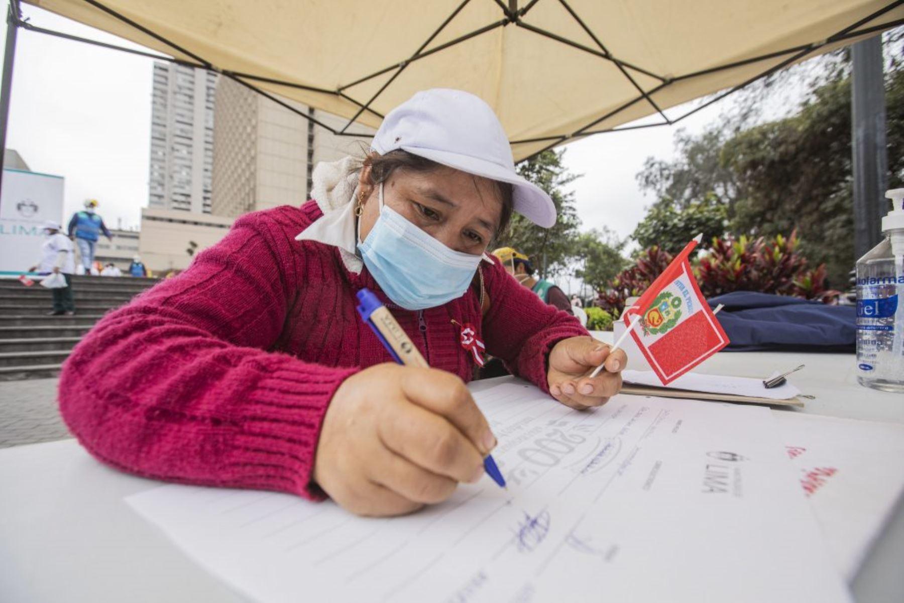 Bicentenario: comerciantes de Lima firmaron el Libro Conmemorativo de la Independencia. Foto: ANDINA/Difusión.