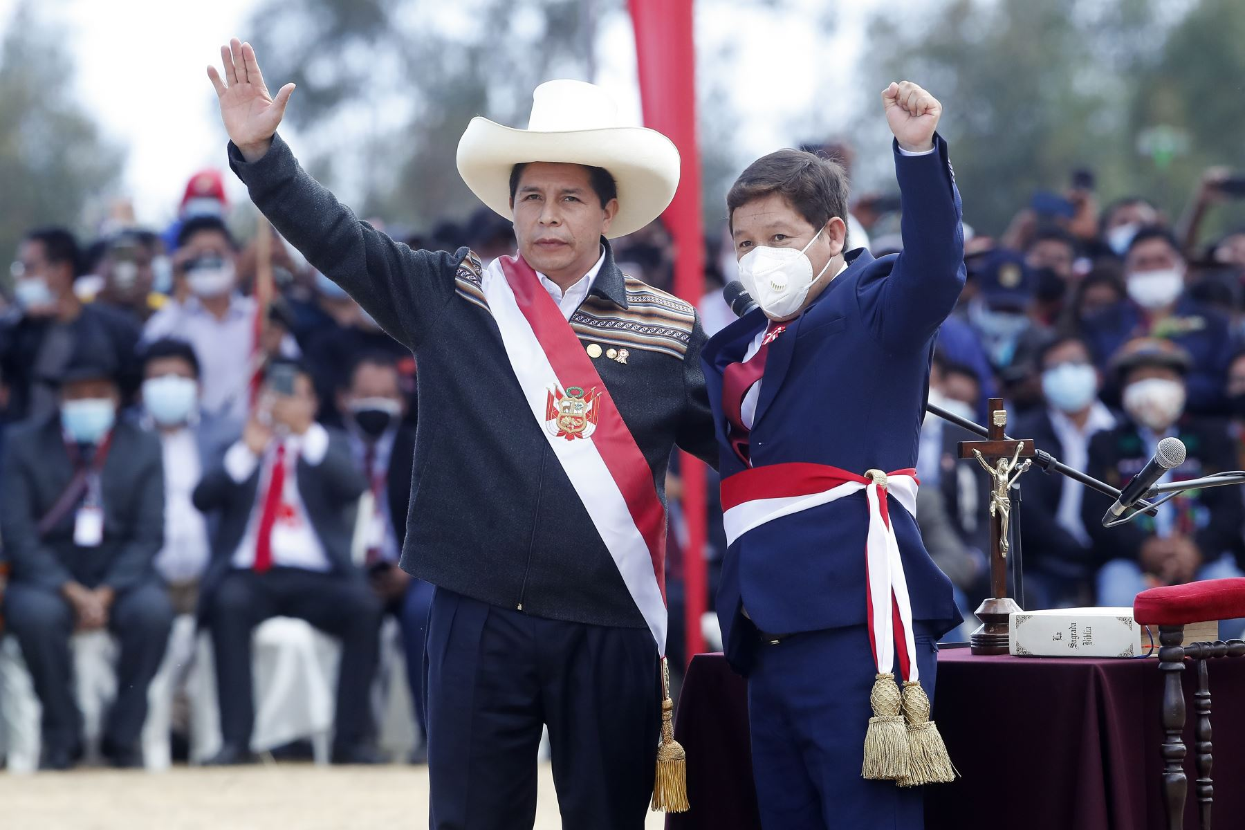 El presidente de la República, Pedro Castillo Terrones, toma juramento a Guido Bellido Ugarte como presidente del Consejo de Ministros. Foto: ANDINA/Juan Carlos Guzmán