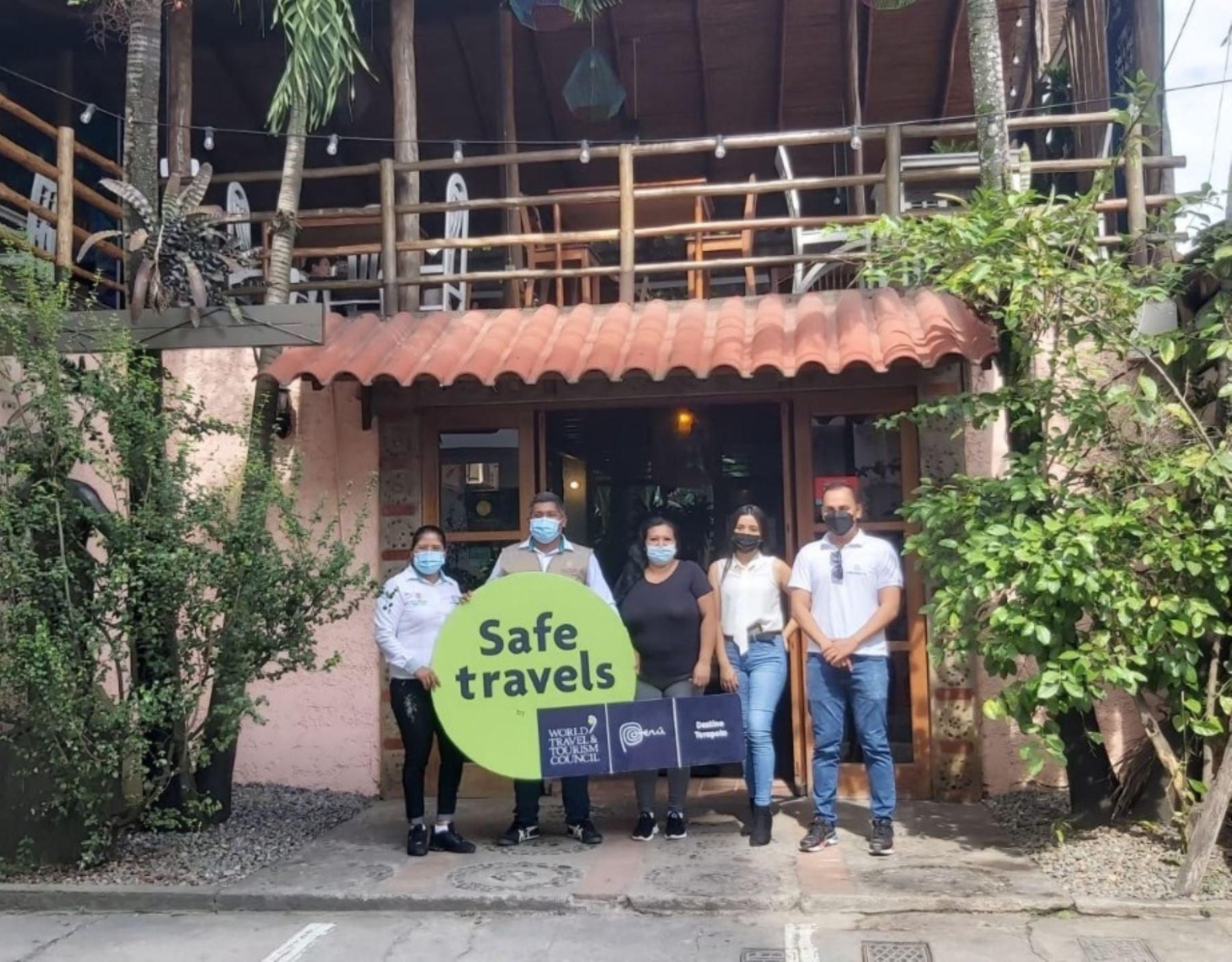 Diversos hoteles, restaurantes, agencias de viaje y otros negocios turísticos de Tarapoto, región San Martín, reciben el sello Safe Travels que los reconoce como destinos seguros ante la covid-19. ANDINA/Difusión