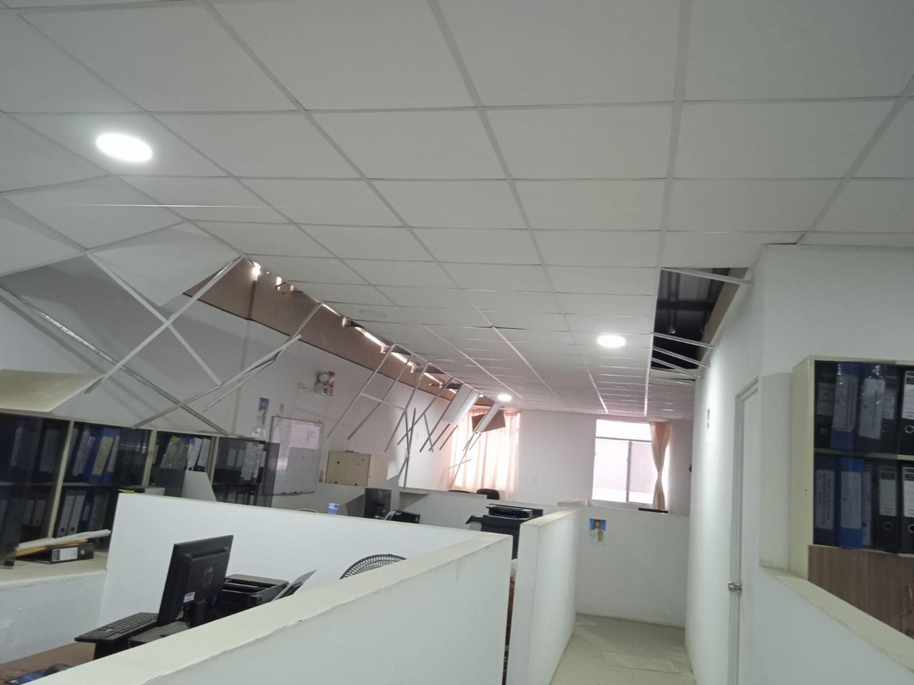 Reportan daños en viviendas, en locales e infraestructura públicos de Sullana por el fuerte sismo de magnitud 6.1 registrado hoy. Foto cortesía: Erwin Zapata.