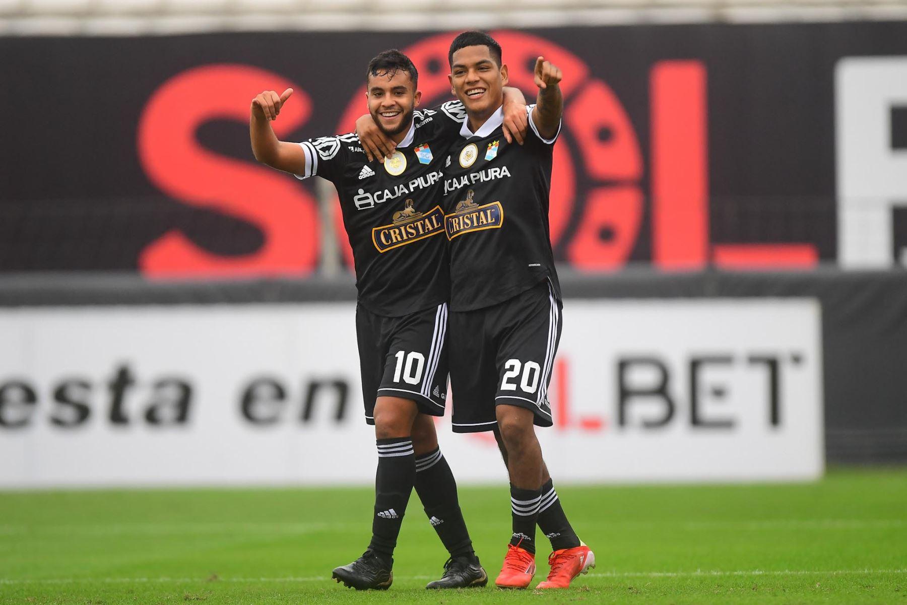 J. Marchán celebra tras empatar 1-1 ante Deportivo Municipal durante partido por la tercera fecha de la Liga 1, en el estadio Alejando Villanueva. Foto: Liga 1