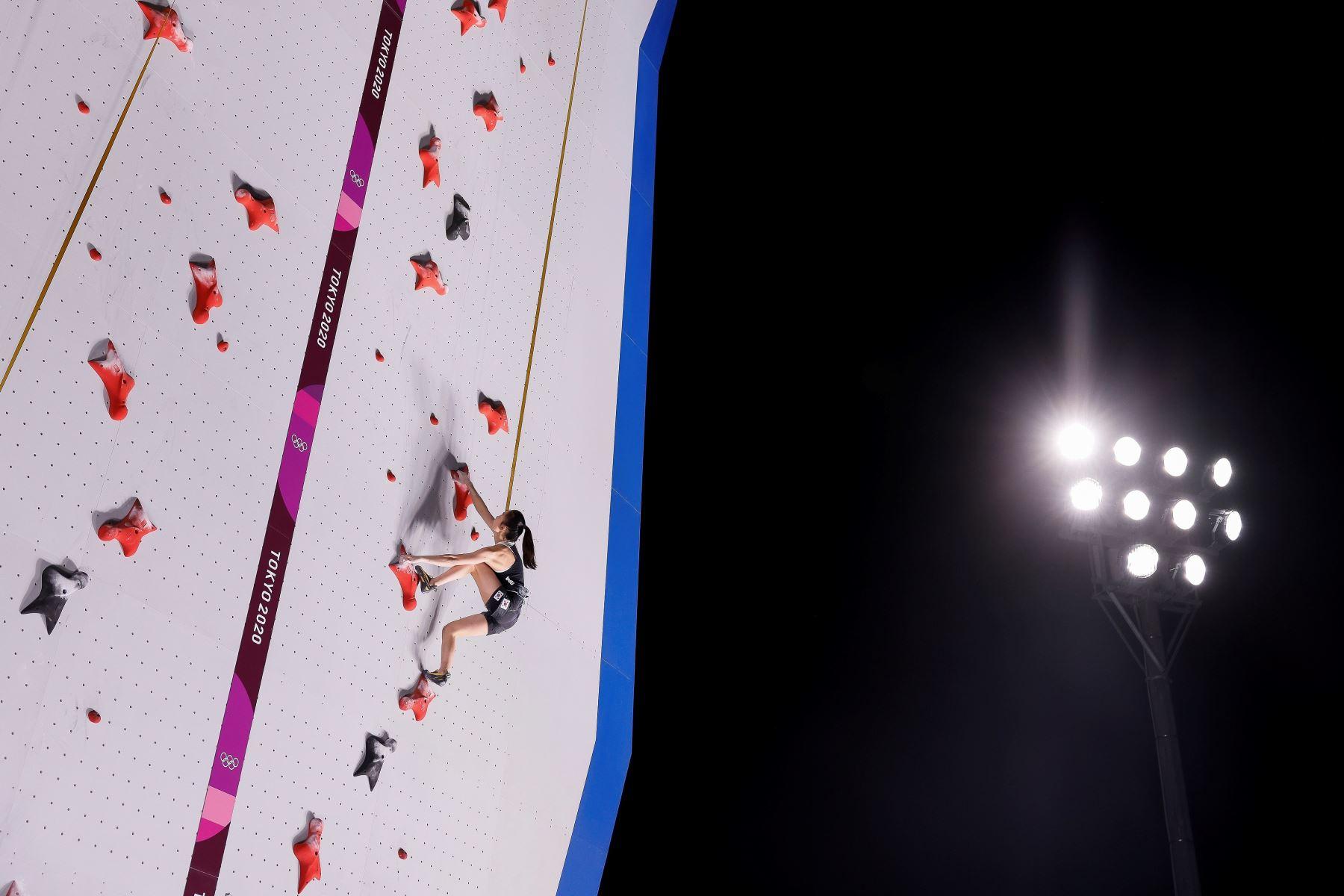 Seo Chae-hyun de Corea del Sur se presenta durante una sesión de entrenamiento de escalada de velocidad para los eventos de escalada deportiva de los Juegos Olímpicos de Tokio 2020, en el Aomi Urban Sports Park de Tokio. Foto: EFE