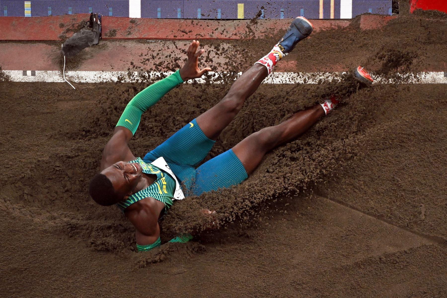 Alexsandro Melo de Brasil compite en el Grupo B de clasificación de Salto de Longitud masculino durante los eventos de Atletismo de los Juegos Olímpicos de Tokio 2020, en el Estadio Olímpico de Tokio. Foto: EFE