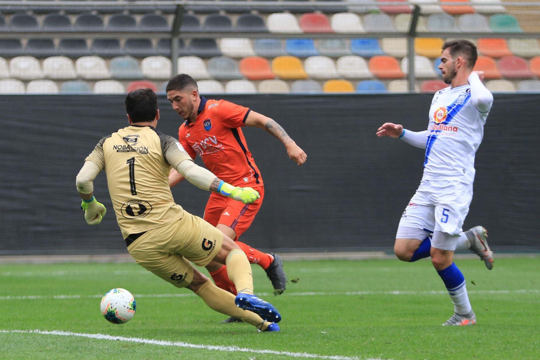 Santiago Silva de UCV marca el 2-0 ante Alianza Atlético durante partido por la tercera fecha de la Liga 1, en el Estadio Monumental. Foto: Liga 1