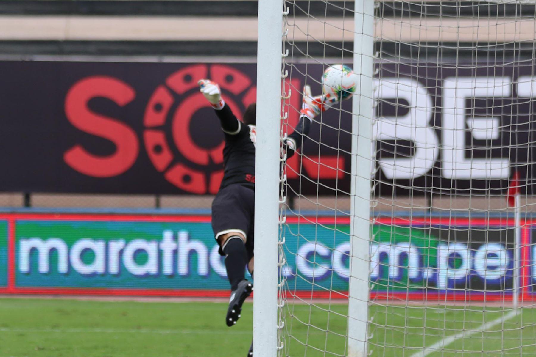Rely Fernández de Carlos Manucci marca el 2-1 ante Universitario por la tercera fecha de la Liga 1, en el Estadio Miguel Grau. Foto: Liga 1