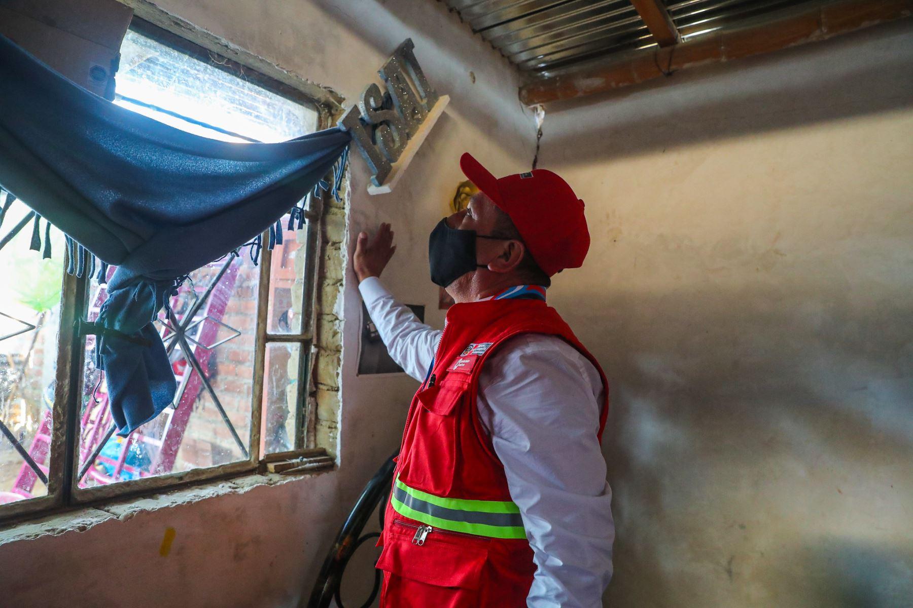 El ministro de Transportes y Comunicaciones, Juan Silva Villegas, arribó al Grupo Aéreo N° 7, junto con el ministro de Vivienda, Geiner Alvarado, para inspeccionar el estado de las vías en esta región, luego del fuerte sismo ocurrido el día de ayer. Foto: ANDINA/MTC