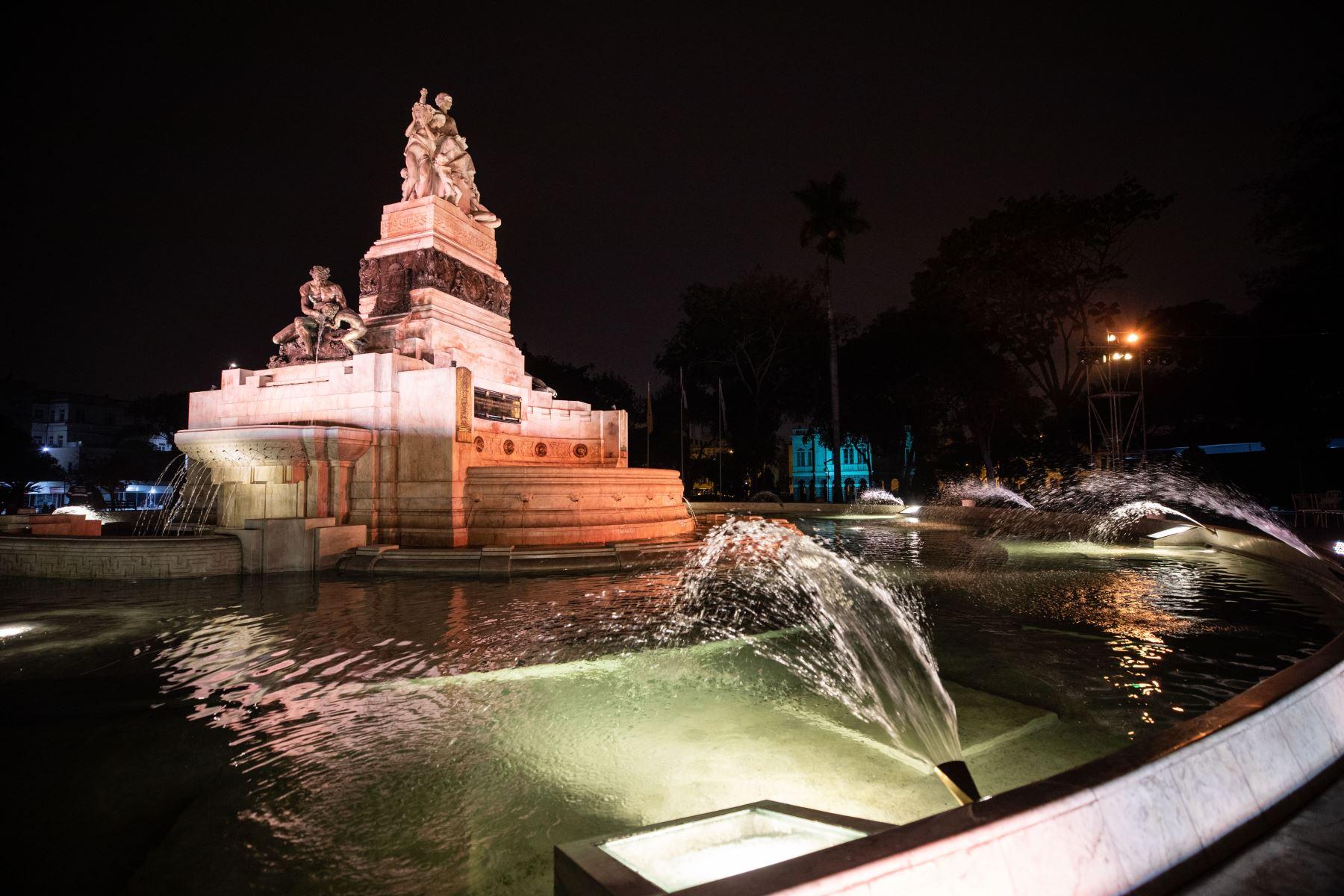 Esta reliquia de mármol blanco fue donada por la colonia china que emigró al país, cuya primera piedra fue colocada en 1921.Fue el regalo de China a Perú por el centenario de la independencia. Foto: MML