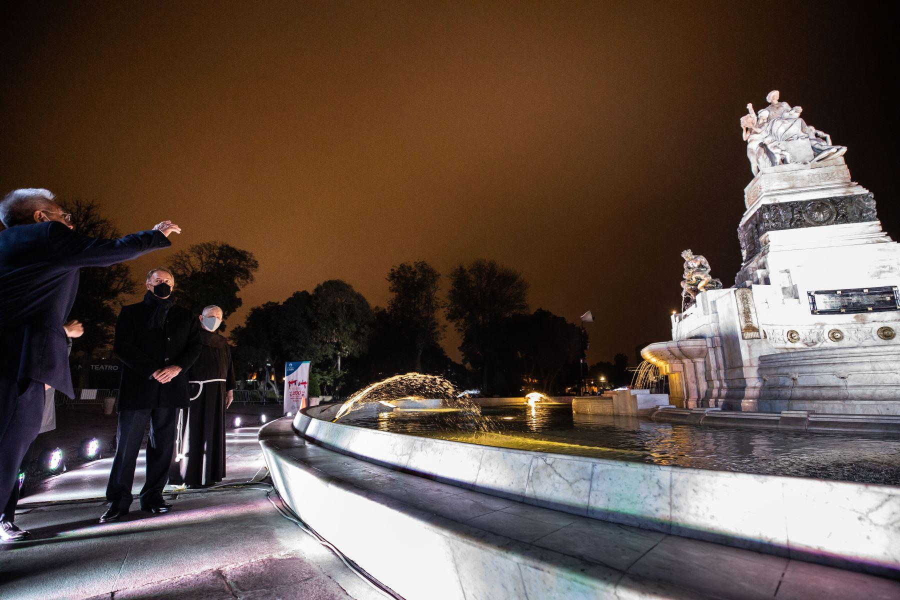 Esta reliquia de mármol blanco fue donada por la colonia china que emigró al país, cuya primera piedra fue colocada en 1921.Fue el regalo de China a Perú por el centenario de la independencia Foto: MML