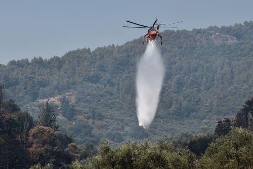 Gigantesco incendio forestal  obliga evacuar a varios pueblos en Grecia