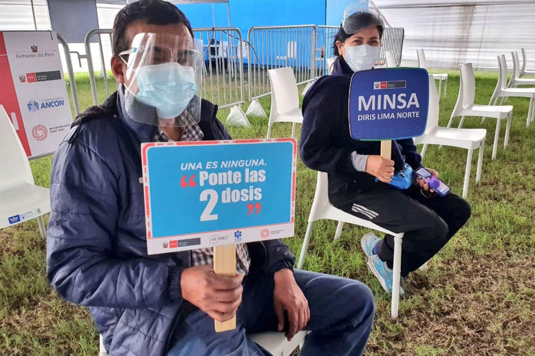Ministerio de Salud continúa la vacunación contra la covid-19 en el Estadio José Balta de Ancón.  Foto:Minsa