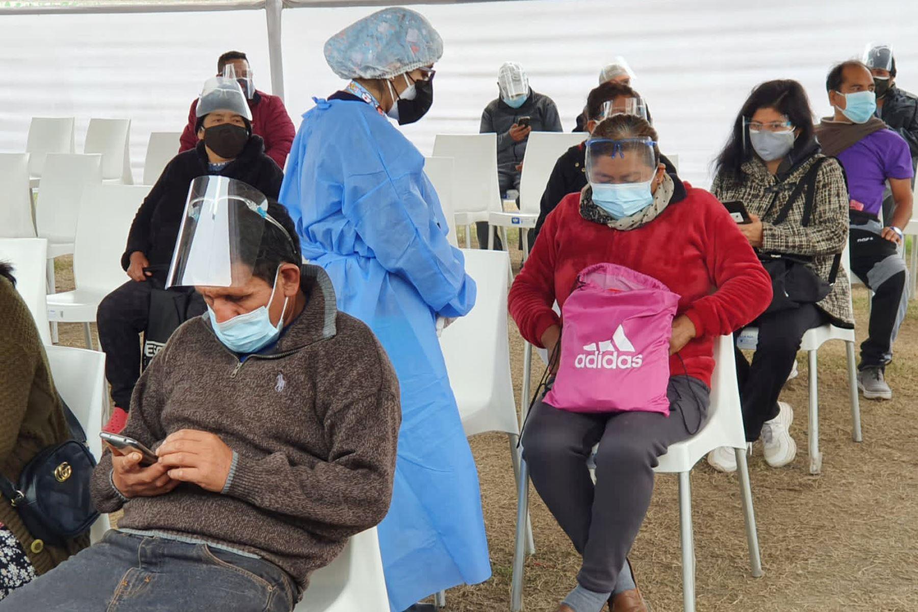 Ministerio de Salud continúa la vacunación contra la covid-19 en el Estadio Lolo Fernández de Carabayllo.  Foto:Minsa