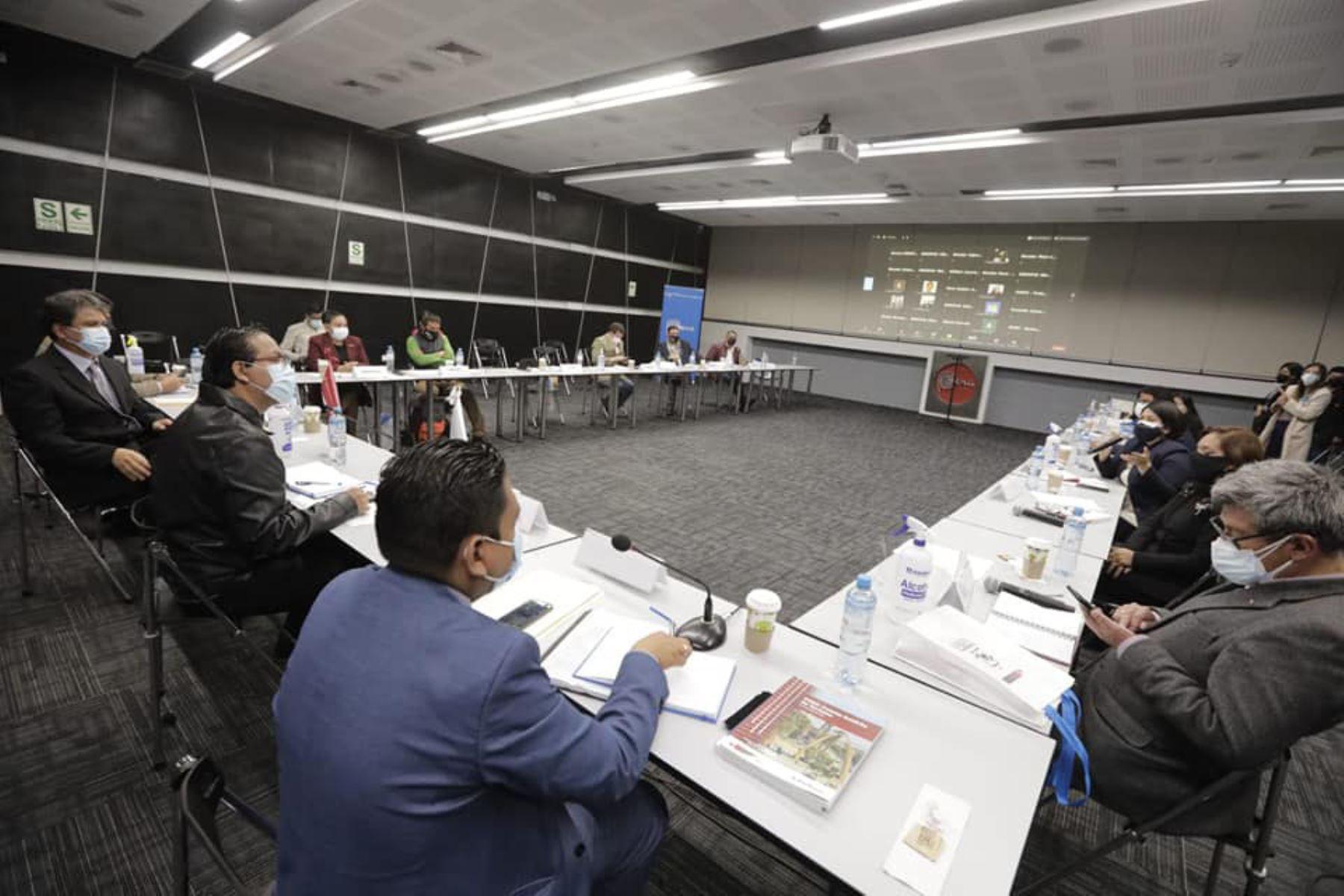 El ministro de Comercio Exterior y Turismo, Roberto Sánchez se reúne con 25 Directores regionales de turismo y Comercio exterior en la ciudad de Lima.  Por un turismo inclusivo, social, con más producción y reactivación socioeconómica. Foto: Mincetur