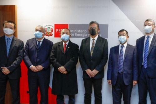 Ministro de Energía y Minas, Iván Merino se reúne con directivos de empresas chinas que operan en el Perú. Foto: Cortesía.