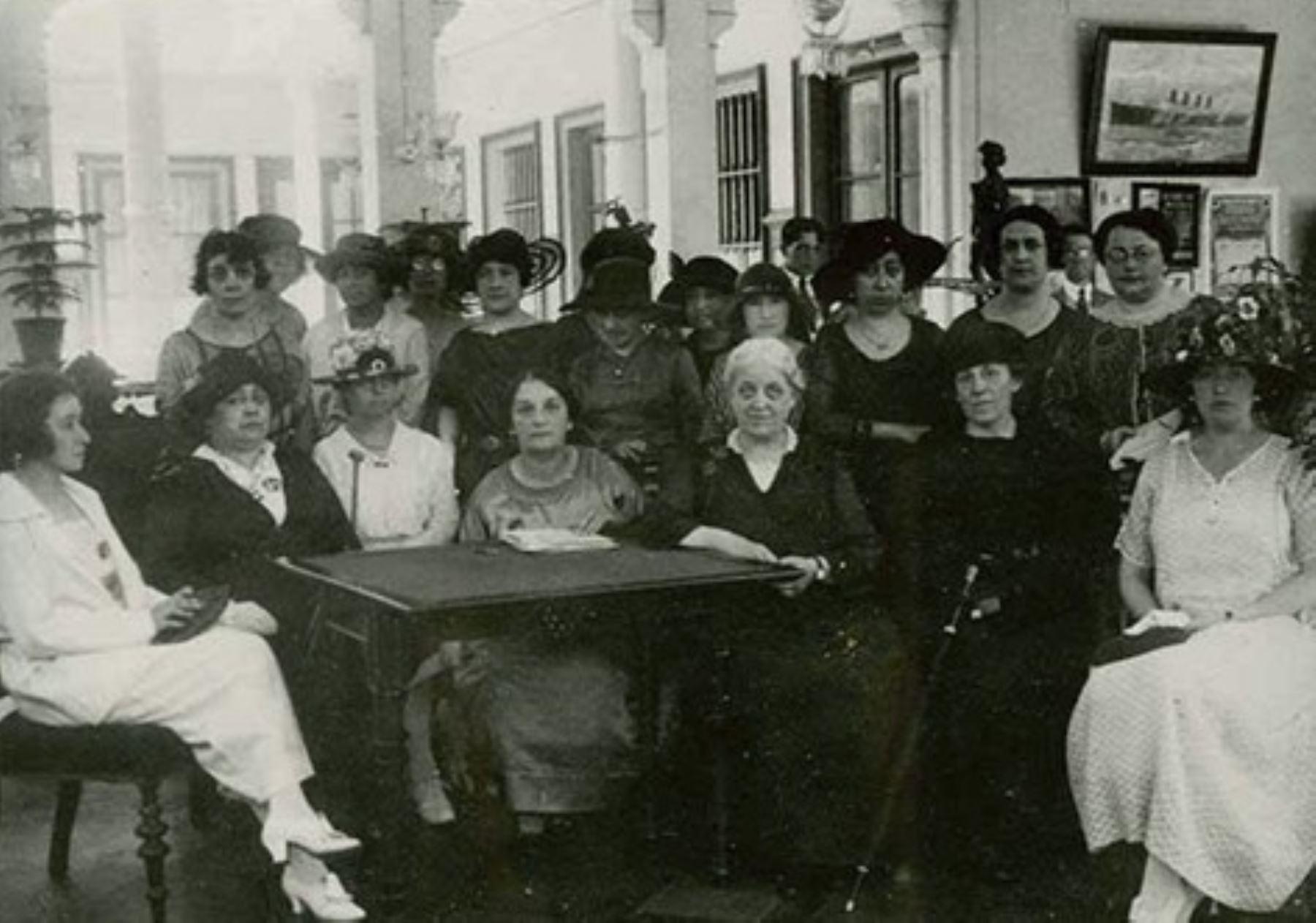 """Municipalidad de Lima presenta línea de tiempo virtual """"Bicentenario: mujeres y derechos""""."""