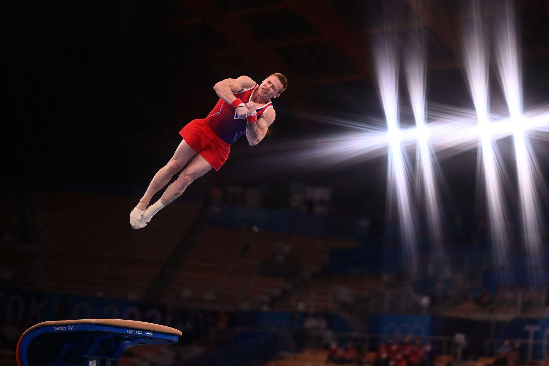 El ruso Denis Abliazin compite en la final de salto masculino de gimnasia artística de los Juegos Olímpicos de Tokio 2020 en el Centro de Gimnasia Ariake en Tokio. Foto: AFP