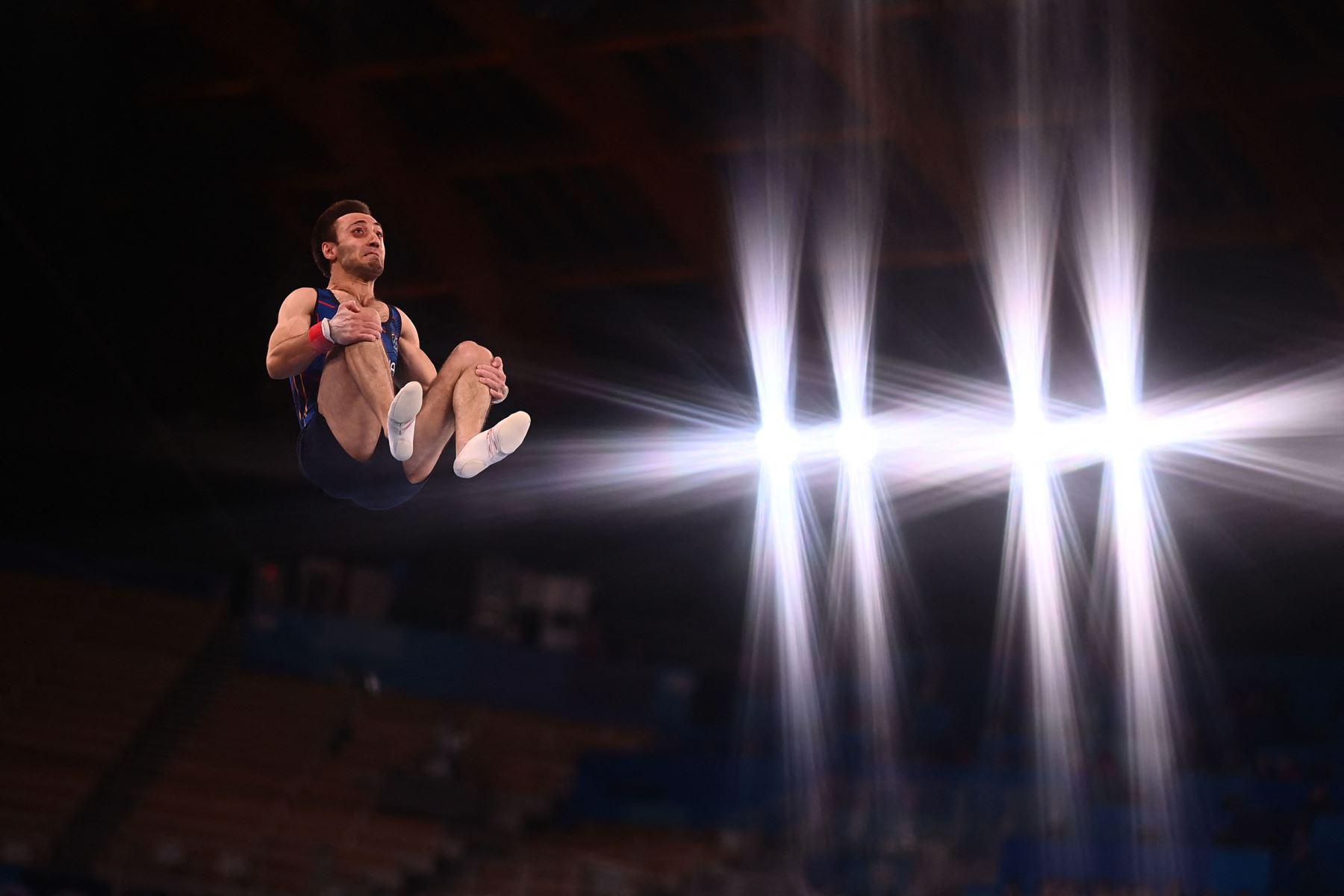 Artur Davtyan de Armenia compite en la final de salto masculino de gimnasia artística de los Juegos Olímpicos de Tokio 2020 en el Centro de Gimnasia Ariake en Tokio. Foto: AFP