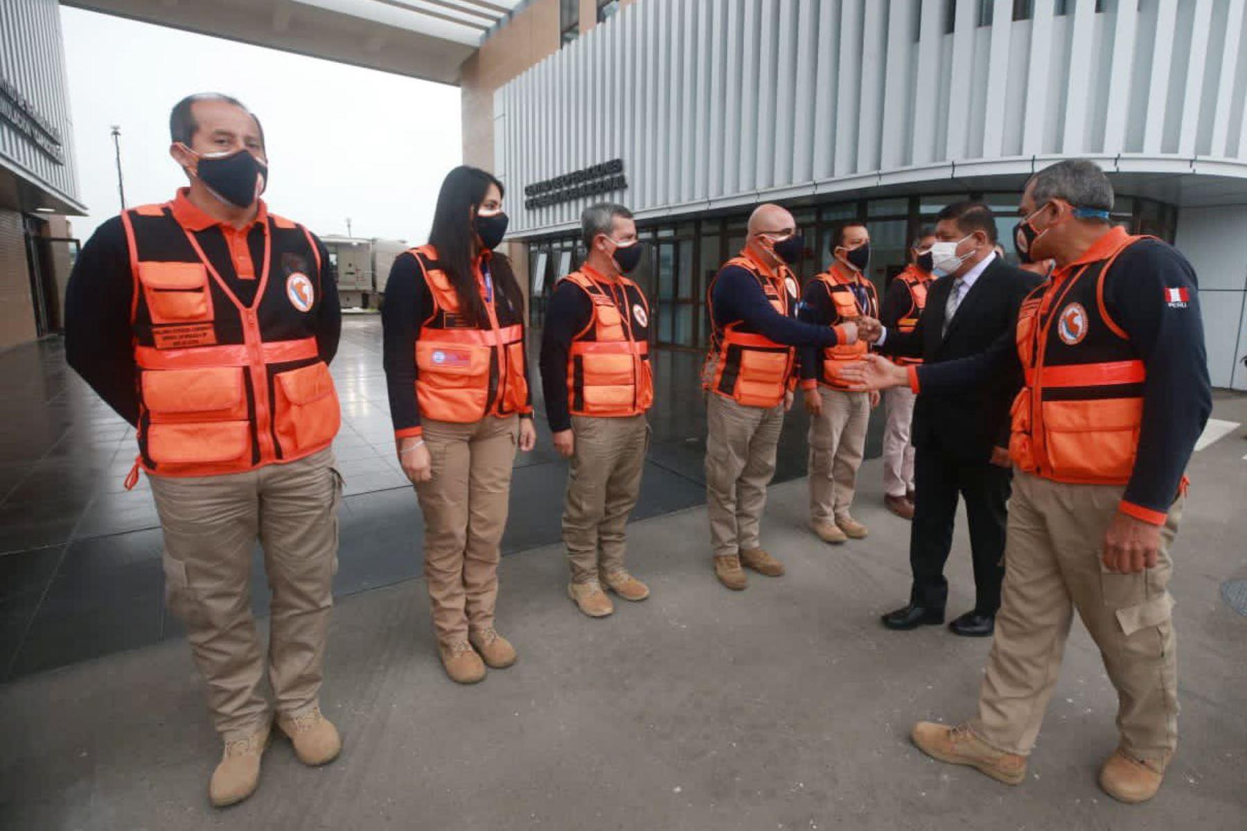 El ministro de Defensa, Walter Ayala, visita el Centro de Operaciones de Emergencia Nacional, COEN Perú.  Con el objetivo de supervisar el trabajo que se realiza en el Sector, ante emergencias, sismos y desastres naturales. Foto: Mindef