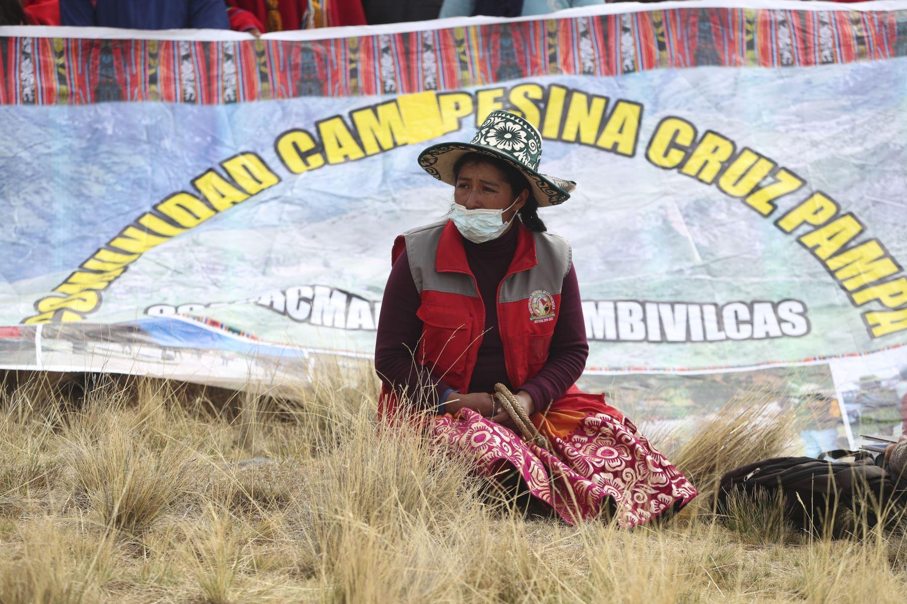 Pobladores protestan por la contaminación ambiental generada por el paso diario de camiones de la empresa minera MMG Las Bambas y advierten que la referida norma del MTC no les fue consultada.  Foto: PCM