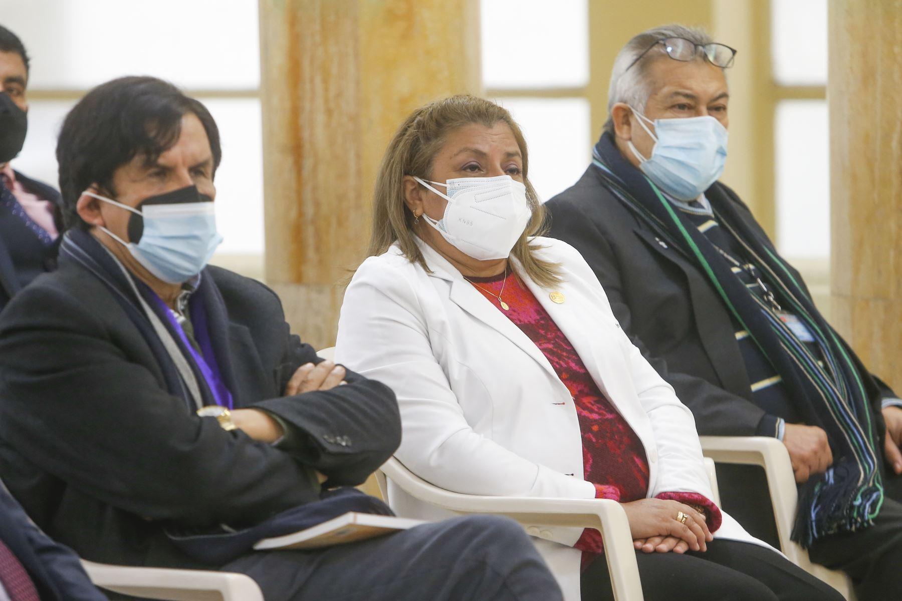 El ministro de Salud, Hernando Cevallos, fue presentado hoy en la sede central del Ministerio de Salud, en Jesús Maria. La ceremonia contó con la presencia del exministro Oscar Ugarte entre otras autoridades. Foto: ANDINA/Minsa