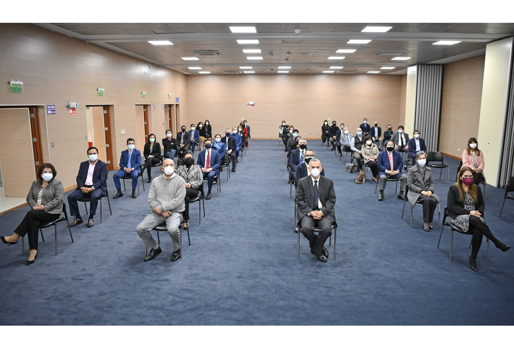 El ministro de Economía y Finanzas, Pedro Francke, fue presentado hoy en la sede del Ministerio de Economía y Finanzas, en el Cercado de Lima. Además, junto a su antecesor, Waldo Mendoza, firmaron Acta de Transferencia de Gestión. Foto: ANDINA/MEF