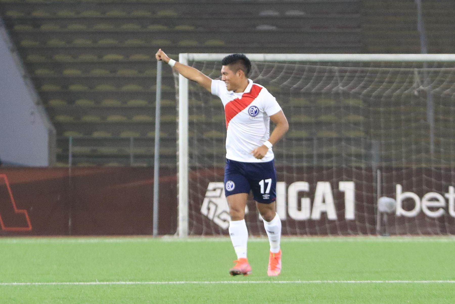 Hideyoshi Arakaki del Deportivo Municipal celebra tras marcar el 1-0 ante Cienciano durante partido por la cuarta fecha de la Liga 1, en el Estadio San Marcos. Foto: Liga 1