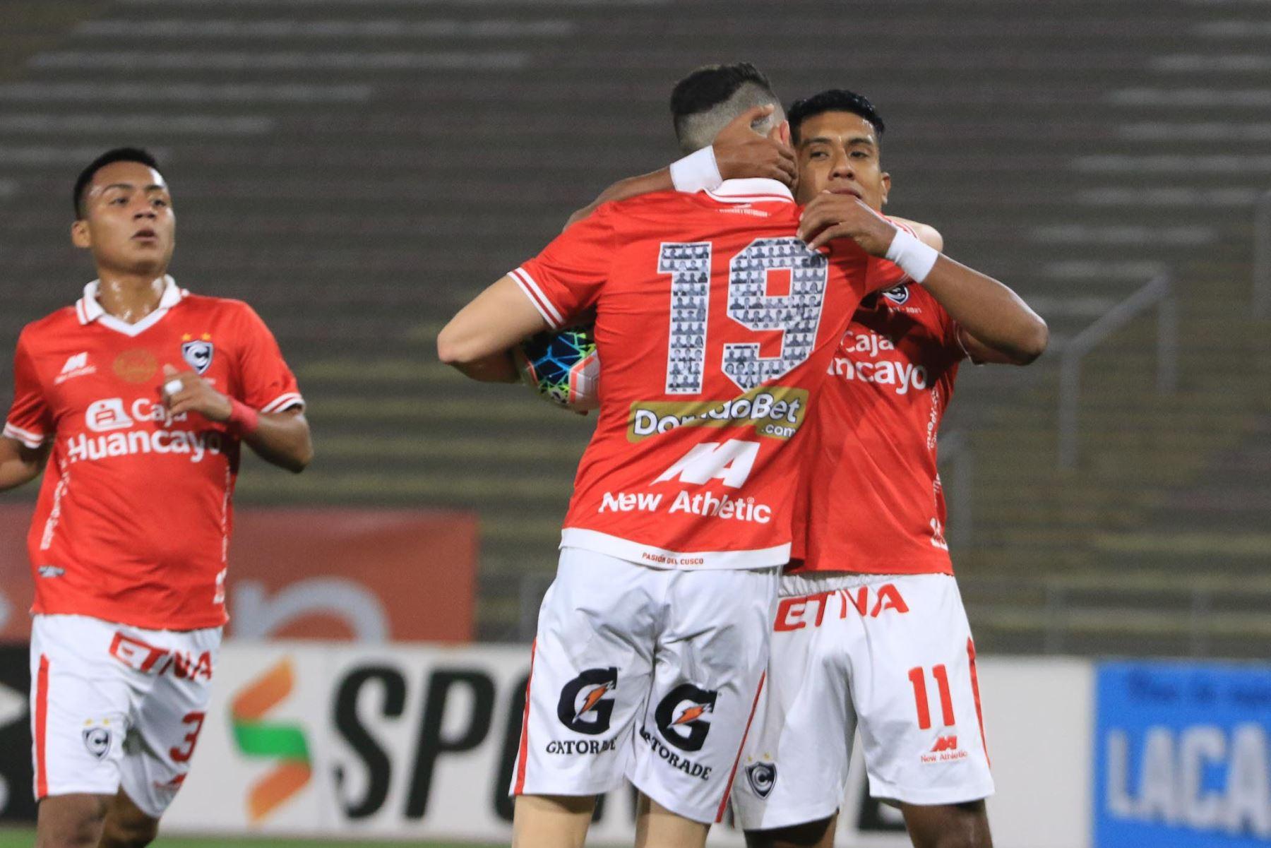 Raziel Garcia del Cienciano tras marcar un gol ante el Deportivo Municipal durante partido por la cuarta fecha del la Liga 1, en el Estadio San Marcos. Foto: Liga 1