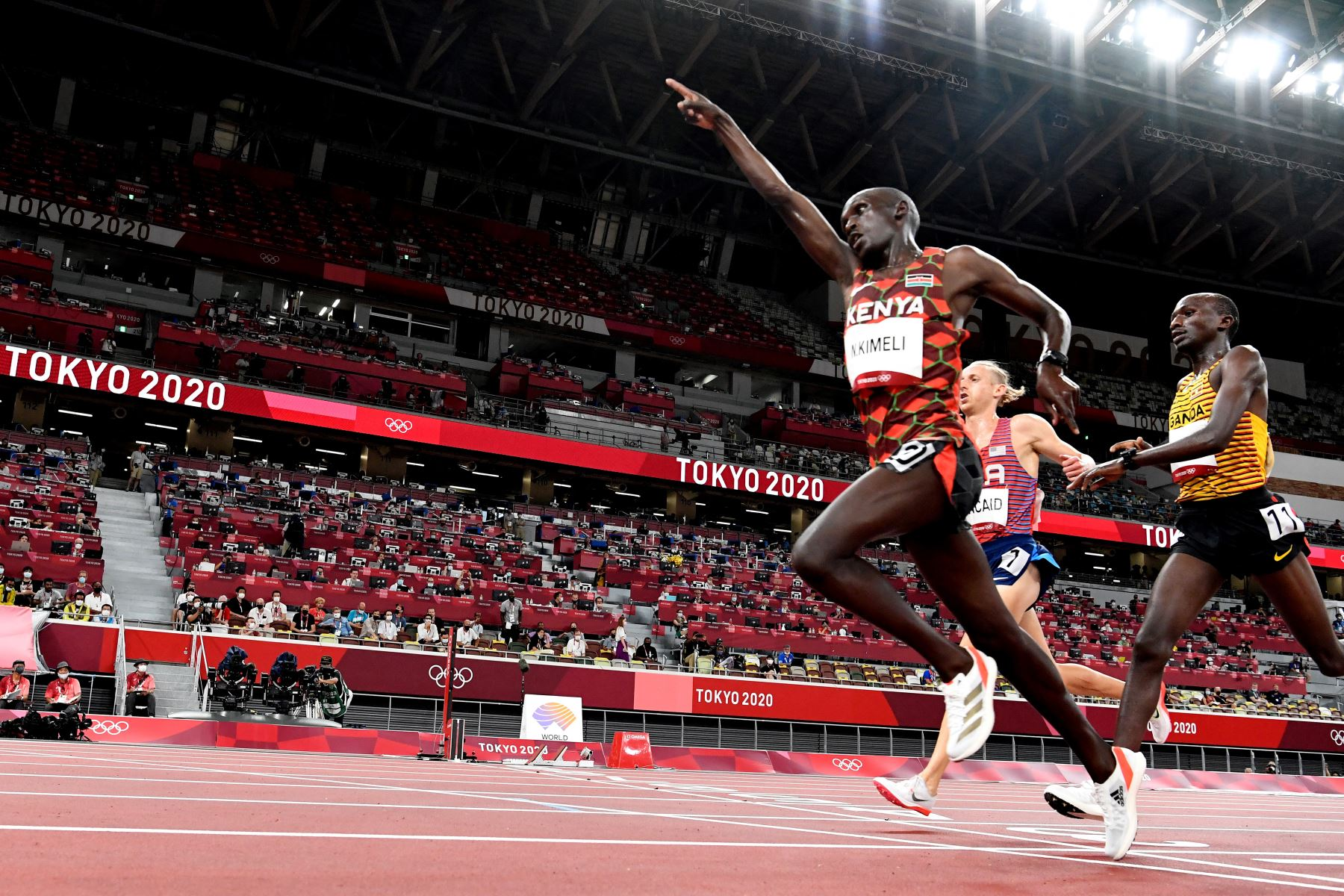 Nicholas Kipkorir Kimeli de Kenia gana las eliminatorias masculinas de 5000m durante los Juegos Olímpicos de Tokio 2020.  Foto: AFP