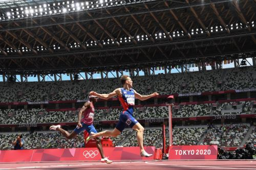 Karsten Warholm deslumbró  en la pista de atletismo de los Juegos de Tokio-2020