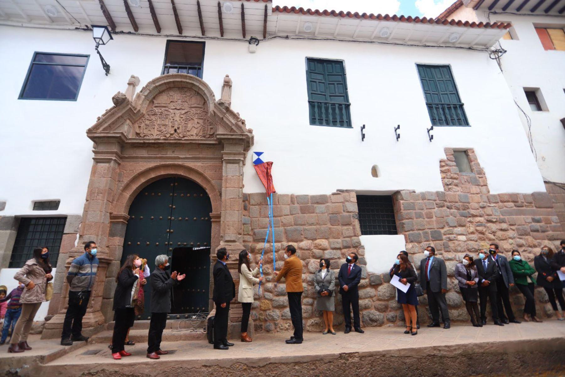 El Palacio Municipal del Cusco, la Casa de la Cultura y el Teatro Municipal ya lucen el Escudo Azul de la Unesco. Foto: ANDINA/Difusión