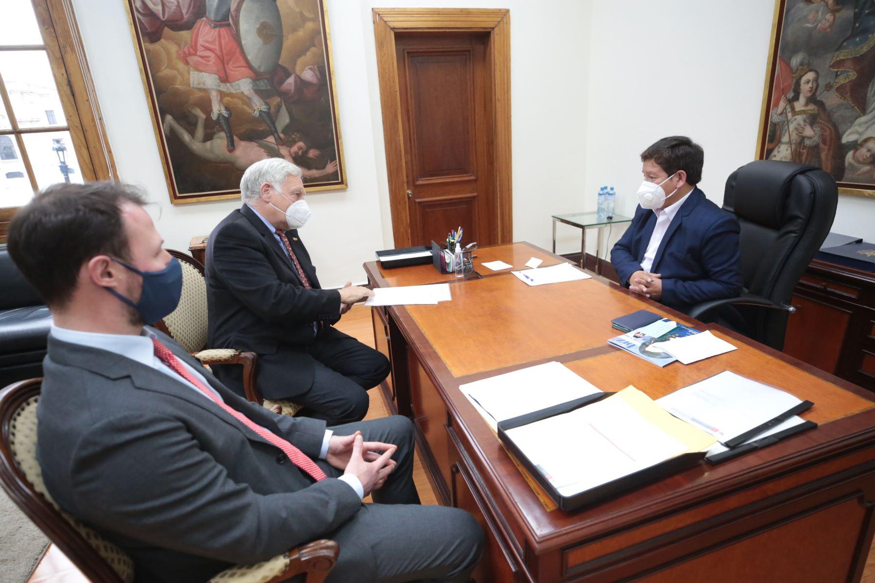 Presidente del Consejo de Ministros, Guido Bellido, se reúne con el embajador de Alemania, Stefan Andreas Herzberg Foto: PCM