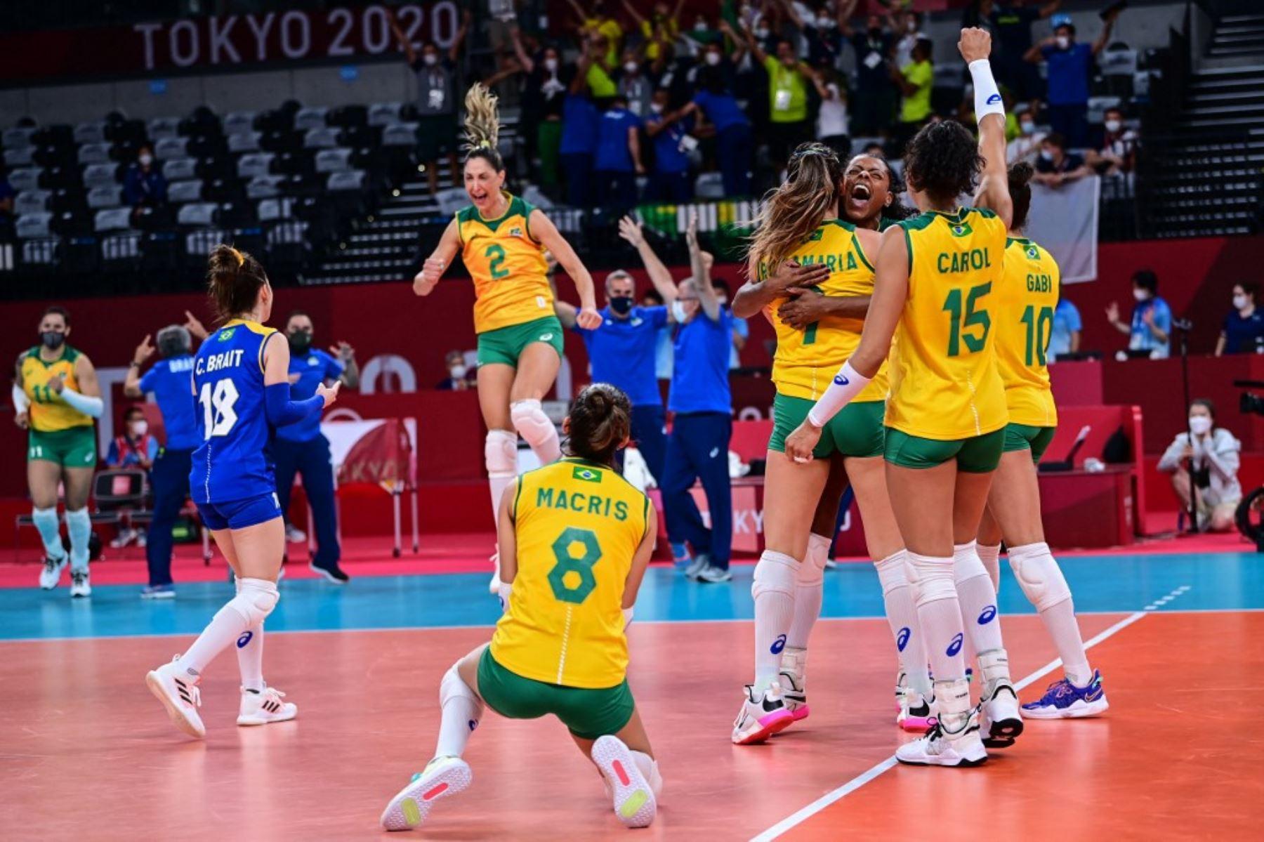 Brasil se metió en la pelea por una medalla en voleibol