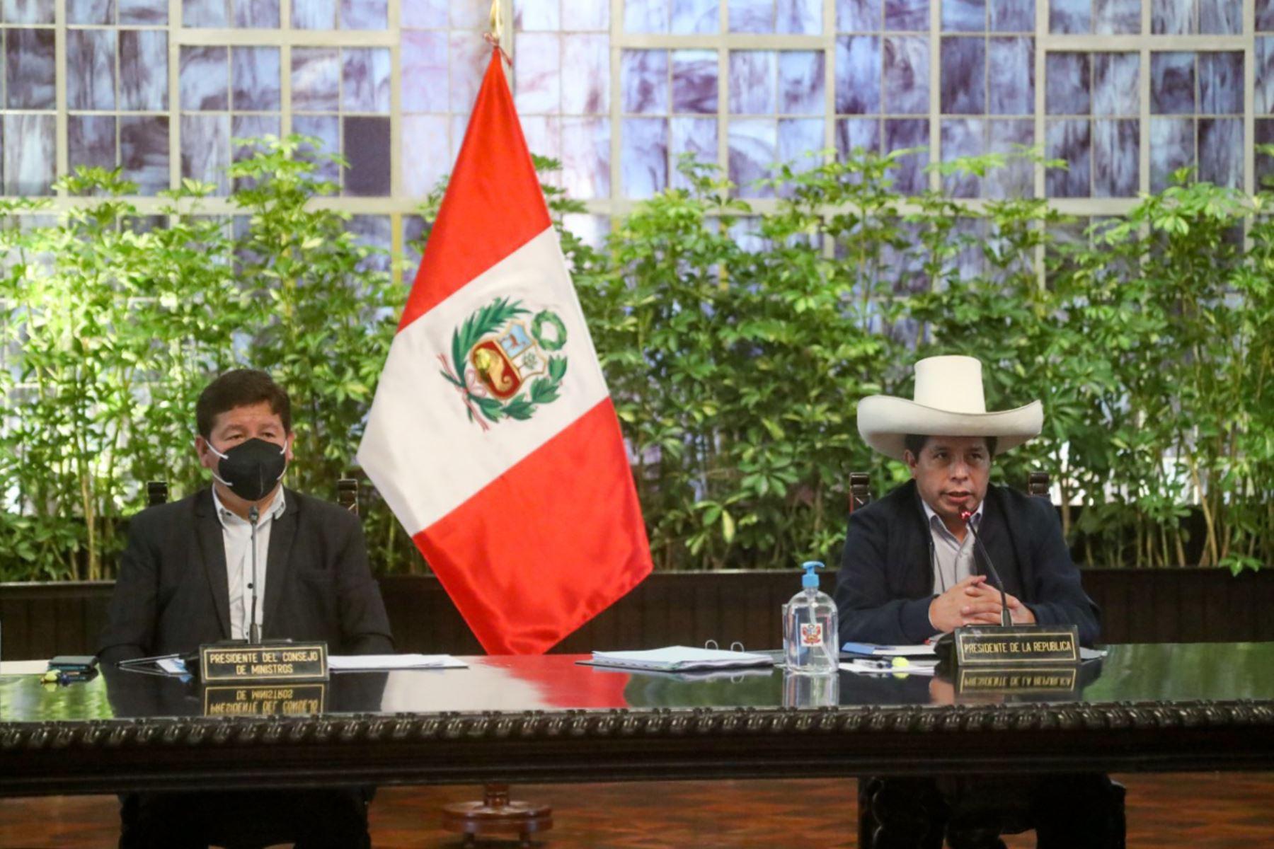 El presidente de la República, Pedro Castillo Terrones, lidera en Palacio de Gobierno la primera sesión del Consejo de Ministros de su gestión. Foto: ANDINA/PCM