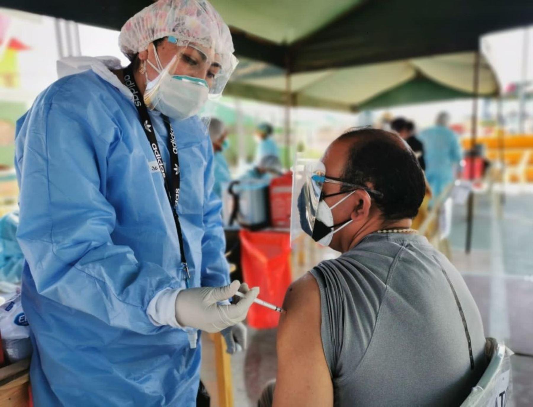 Arequipa reporta que ha aplicado 709,790 dosis de la vacuna contra el covid-19 y es una de las regiones que más ha avanzado en este proceso en el país. Foto: ANDINA/difusión.