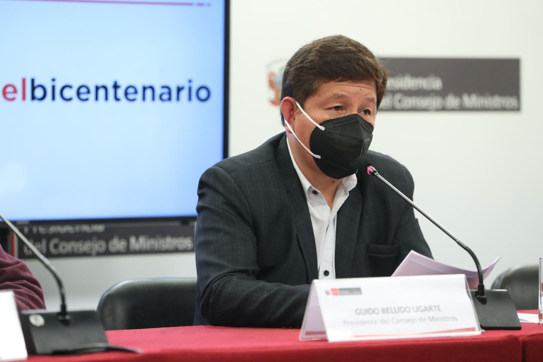 Guido Bellido, presidente del consejo de ministros, y Pedro Francke, ministro de Economía en conferencia de prensa desde PCM. Foto: ANDINA/PCM