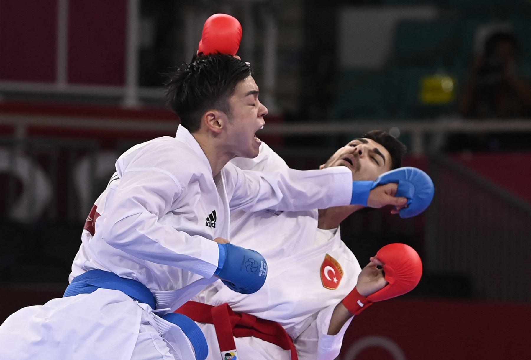 Samdan en la ronda eliminatoria masculina de kumite 67 kg. de la competencia de kárate durante los Juegos Olímpicos de Tokio 2020 en el Nippon Budokan en Tokio. Foto: AFP