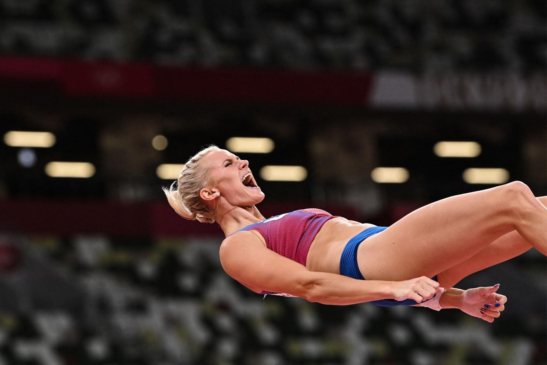 La estadounidense Katie Nageotte celebra durante la final de salto con pértiga femenino durante los Juegos Olímpicos de Tokio 2020 en el Estadio Olímpico de Tokio. Foto: AFP