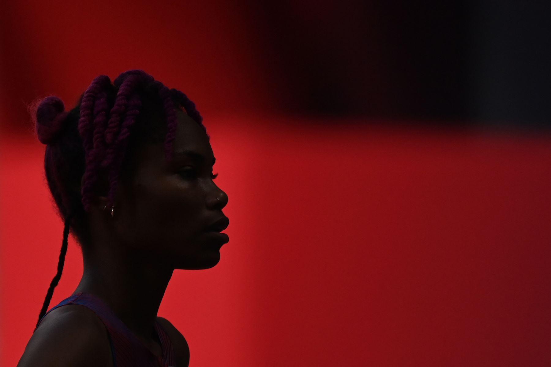 La estadounidense Tynita Butts-Townsend compite en la clasificación de salto de altura femenino, durante los Juegos Olímpicos de Tokio 2020 en el Estadio Olímpico de Tokio. Foto: AFP