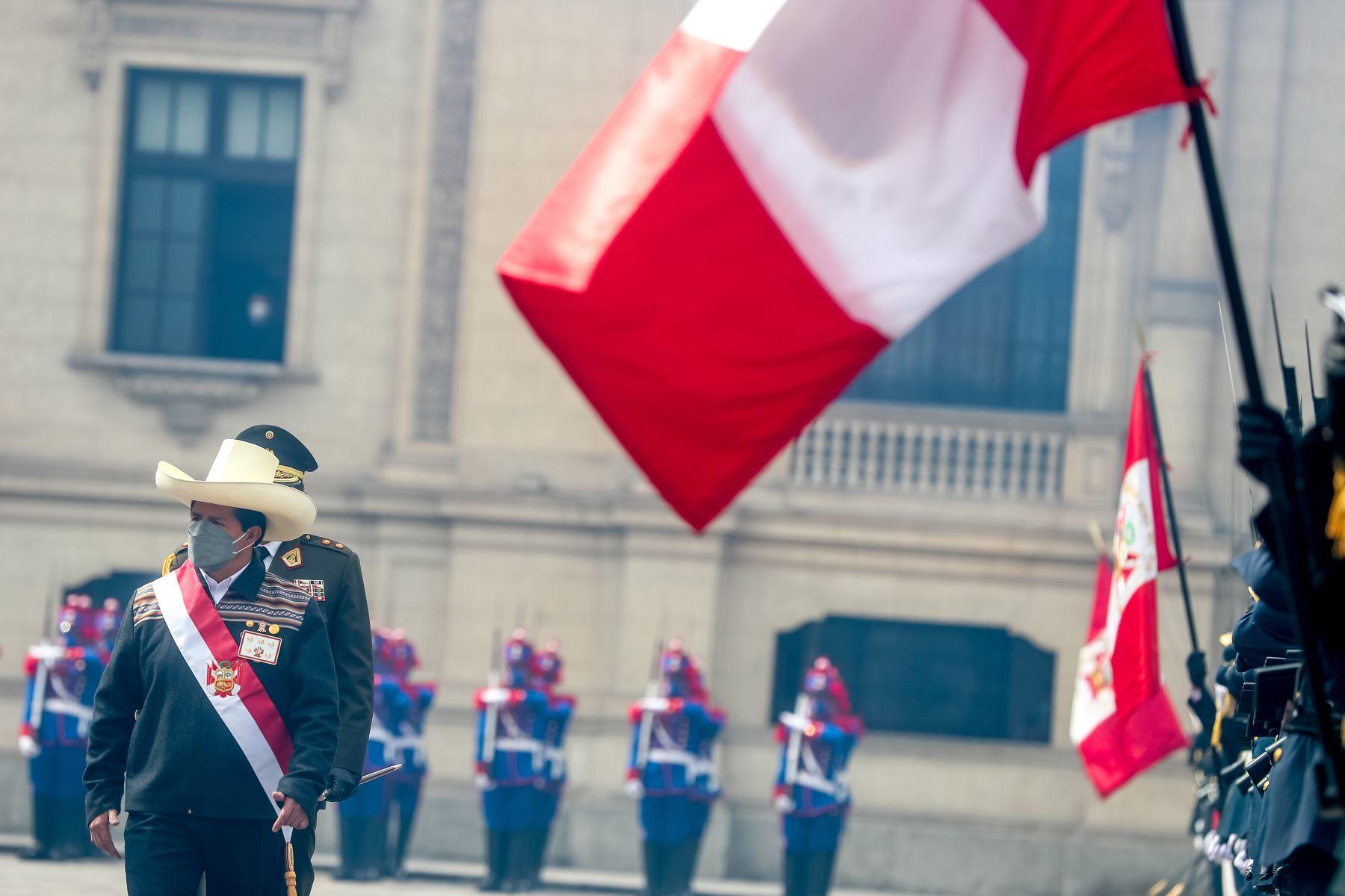El presidente Pedro Castillo Terrones es reconocido como jefe supremo de las Fuerzas Armadas y de la Policía Nacional, en una ceremonia realizada en el Patio de Honor de Palacio de Gobierno. Foto: Prensa Presidencia