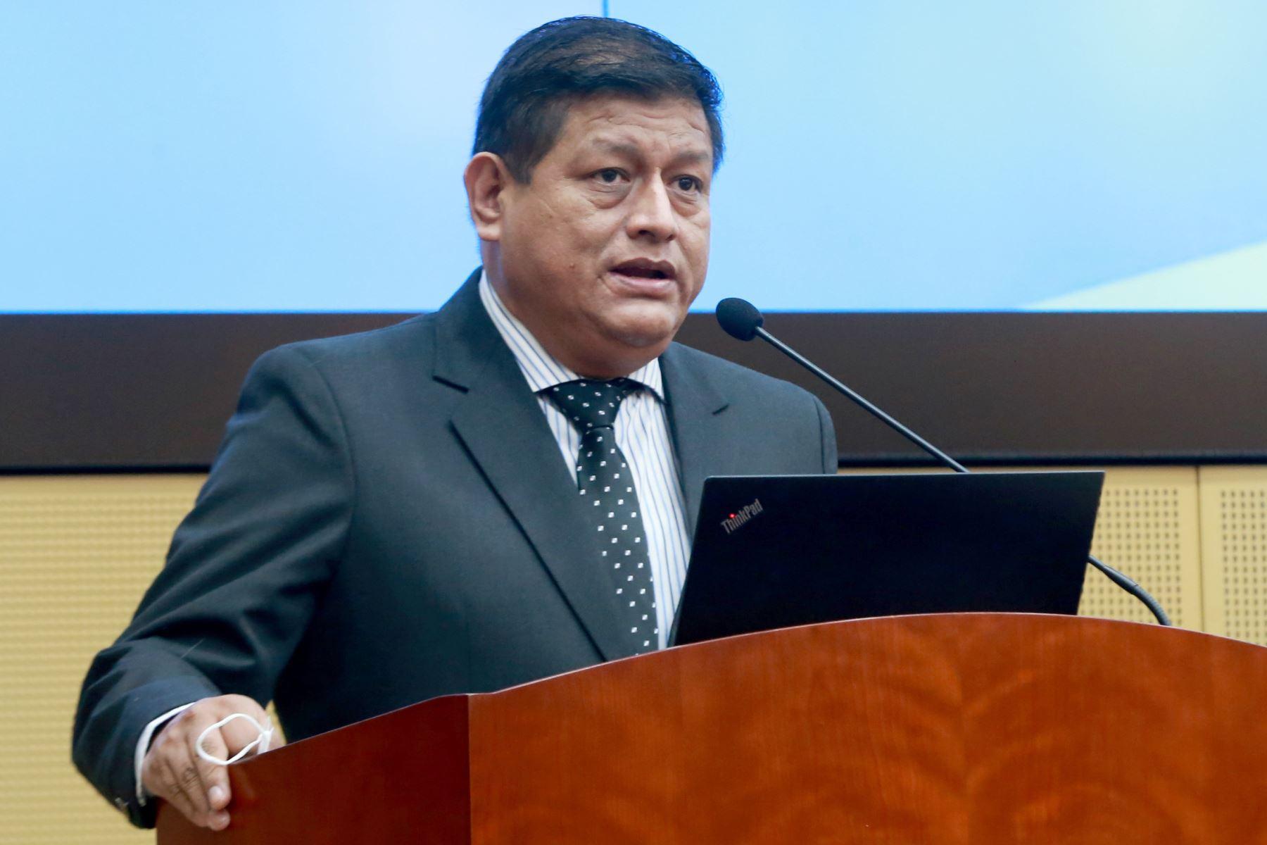 Walter Ayala: conoce el perfil del ratificado ministro de Defensa