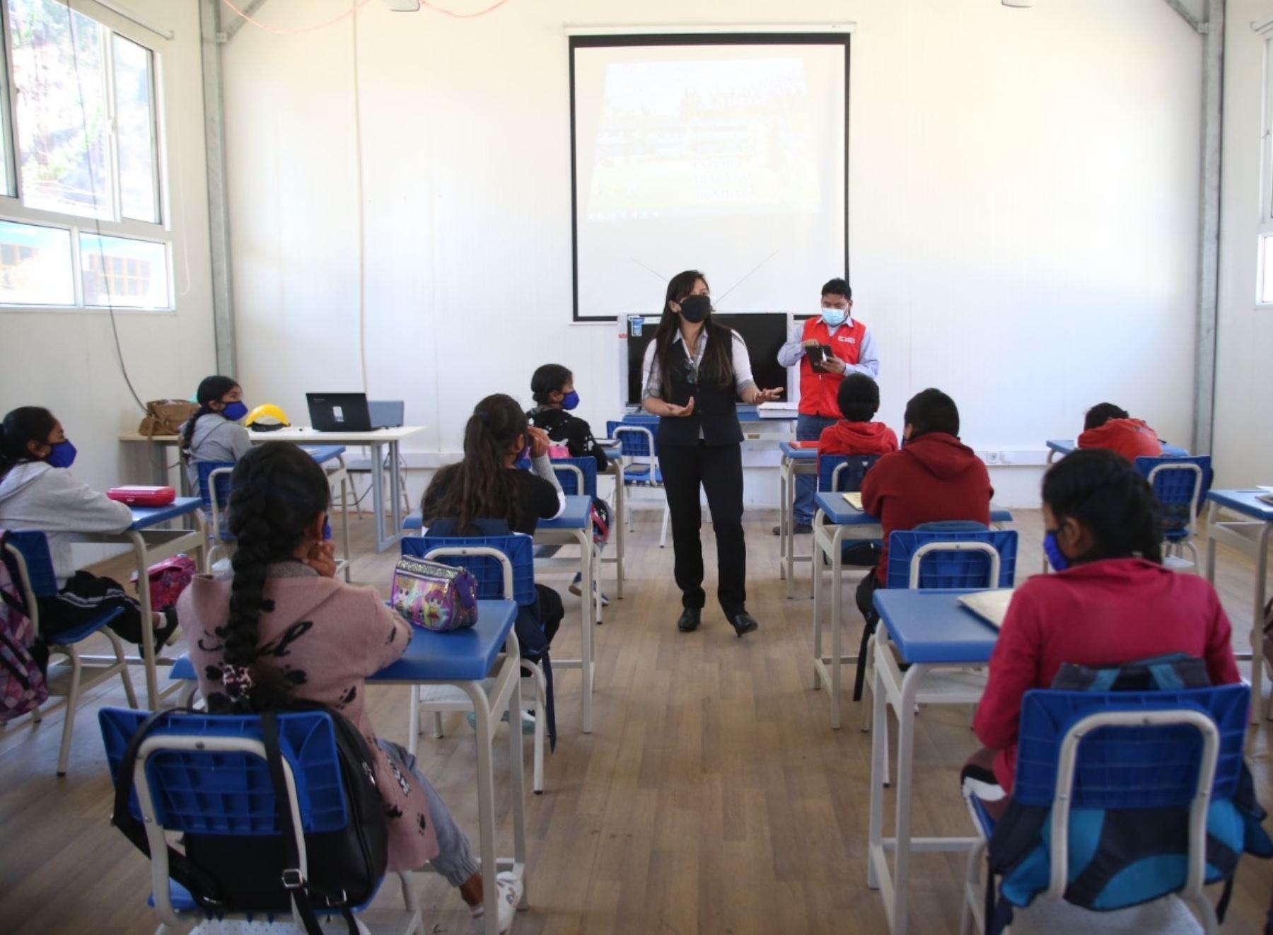 De los 83 escolares tamizados en el centro educativo de Pampamarca, solo tres dieron positivo al nuevo coronavirus y 27 eran asintomáticos.ANDINA/Difusión