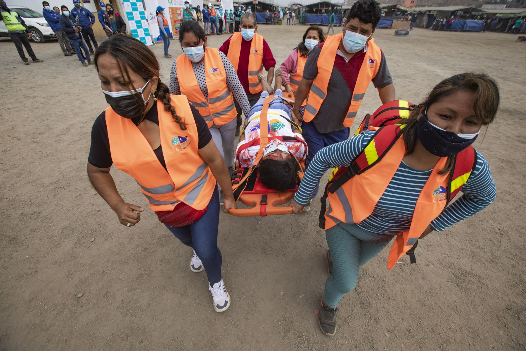 """""""Lo primero que la familia debe tener en cuenta, ahora que estamos tranquilos, es preparar un plan de seguridad y de evacuación frente a futuros sismos"""", informaron miembros del Cuerpo de Bomberos. Foto: ANDINA/Difusión"""