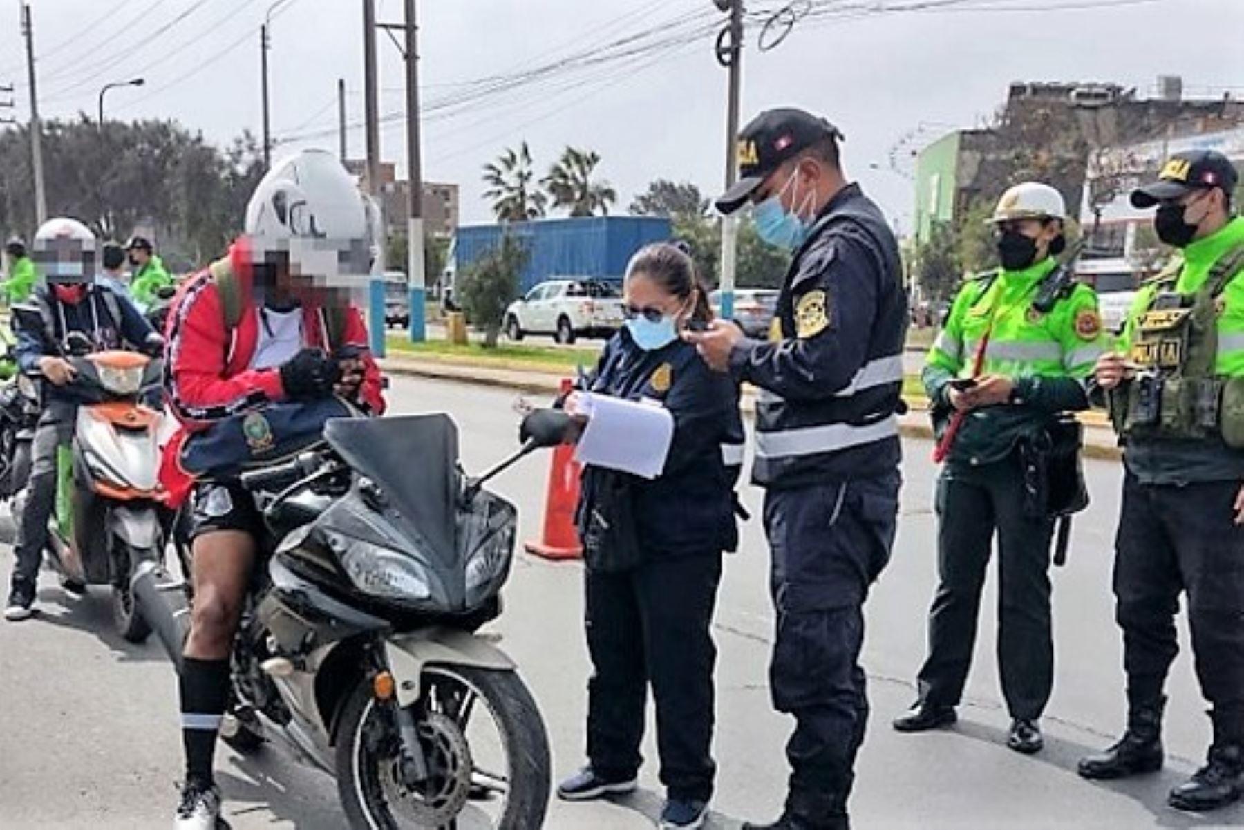 Fiscales de Prevención del Delito lideran operativo de control de motos lineales en la avenida Tomás Valle, Callao. Foto: Ministerio Público/Difusión