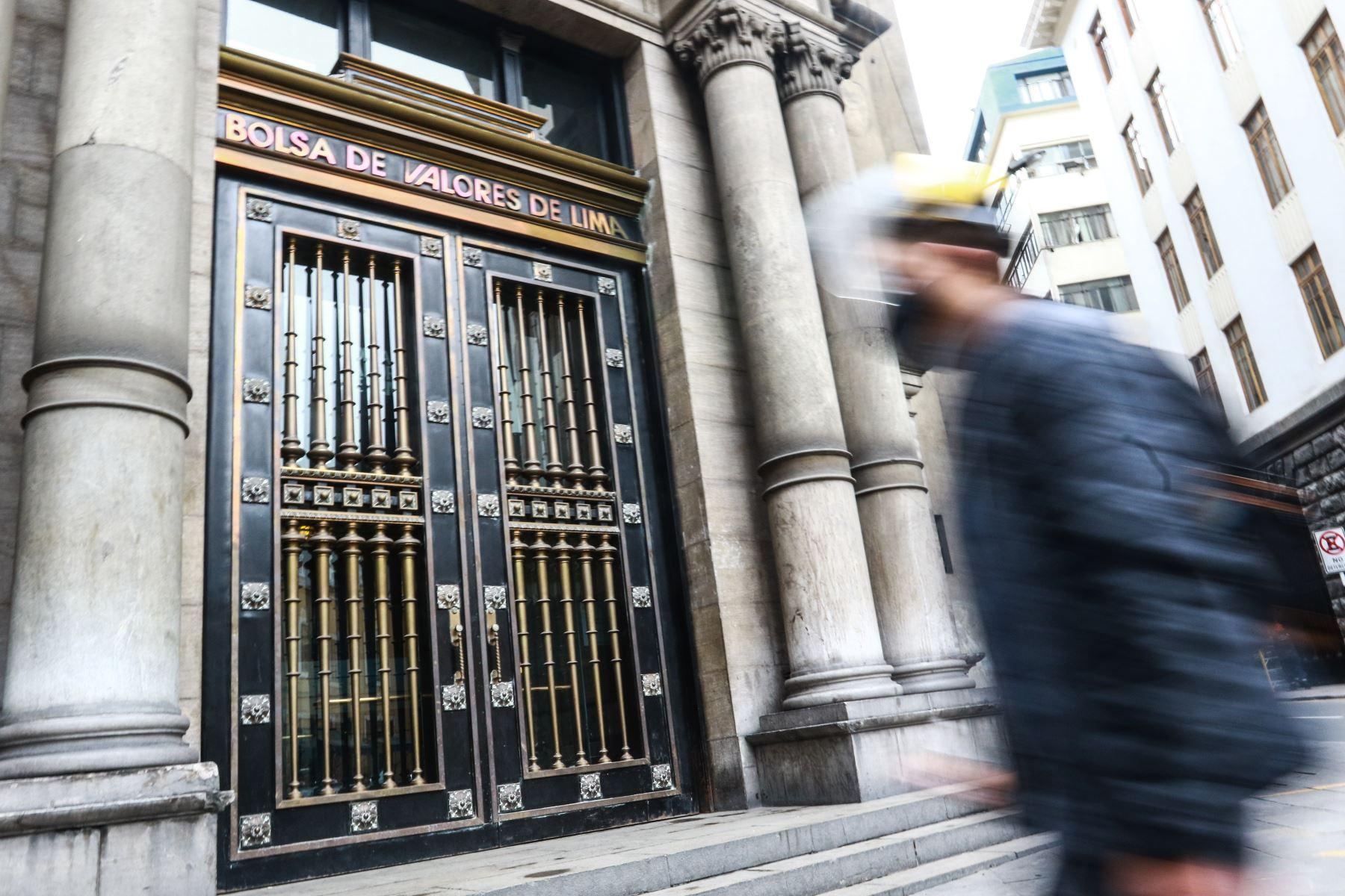 Bolsa de Valores de Lima abre a la baja en línea con Wall Street
