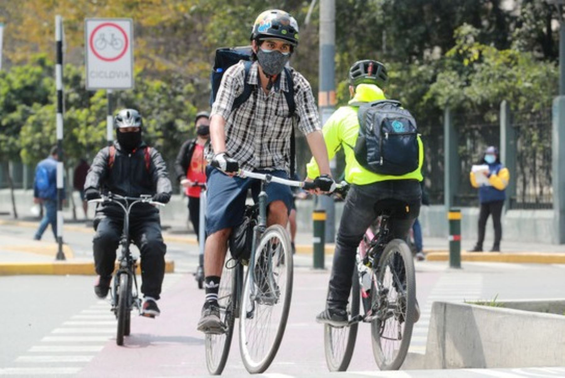 ¡Ciclistas! Normas, derechos y lo que debes saber para conducir una bicicleta [video]