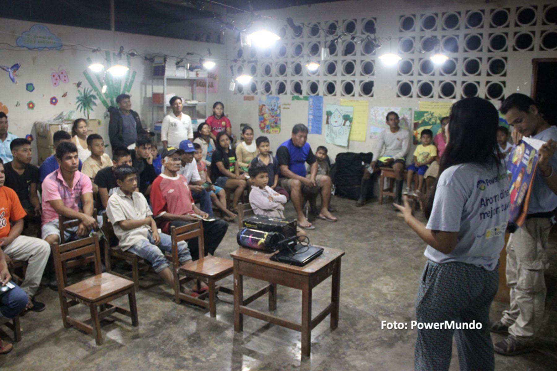"""Se planea expandir el proyecto de """"Comunidades Iluminadas"""" hacia las escuelas en setiembre de 2021 para que los niños que se han visto afectados por la pandemia del Covid-19 puedan de alguna manera reactivar sus clases y llevarlas a cabo a través de una radio (Foto: Power Mundo)"""