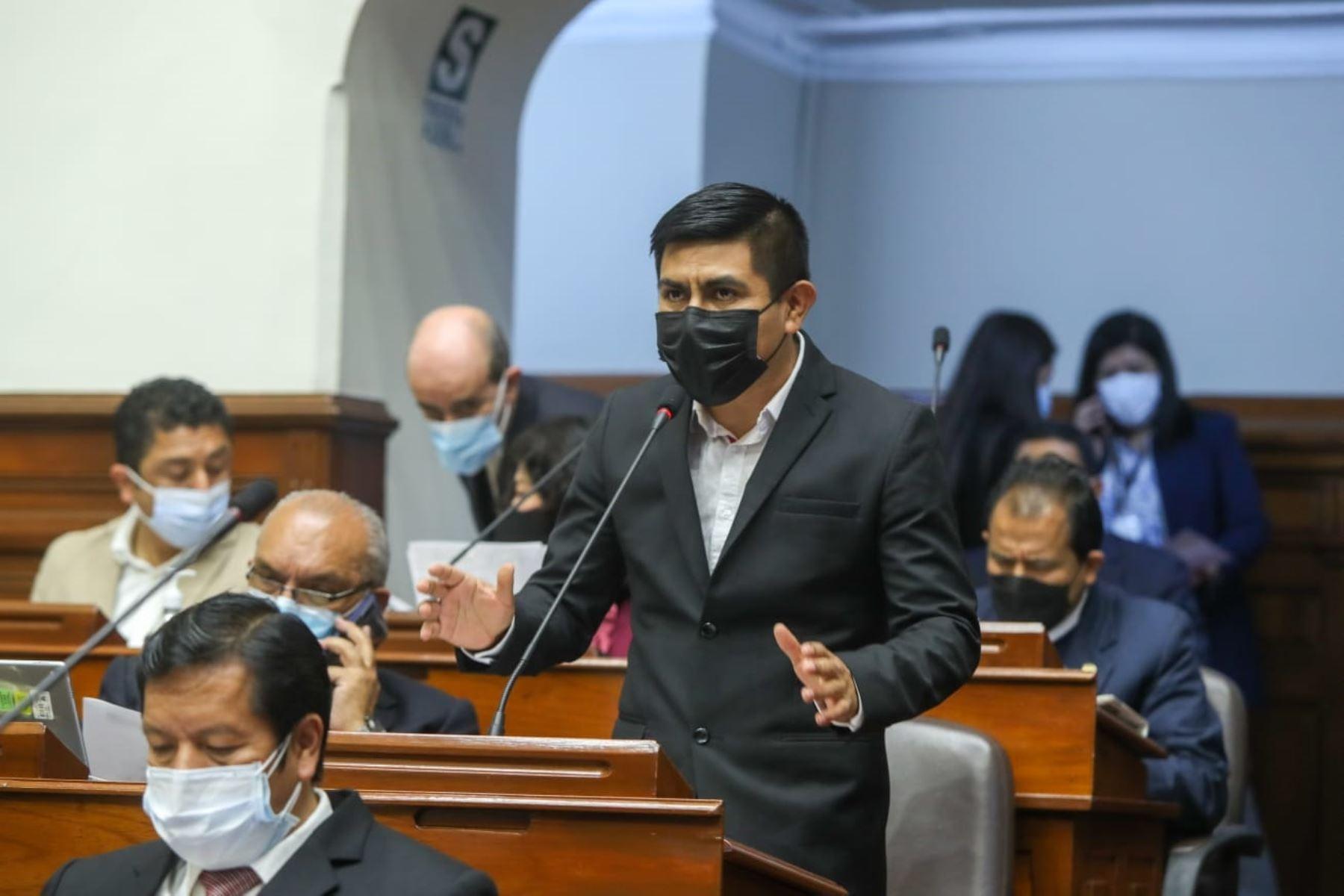 Congresista Alex Flores sustentó proyecto que incorpora Asamblea Constituyente