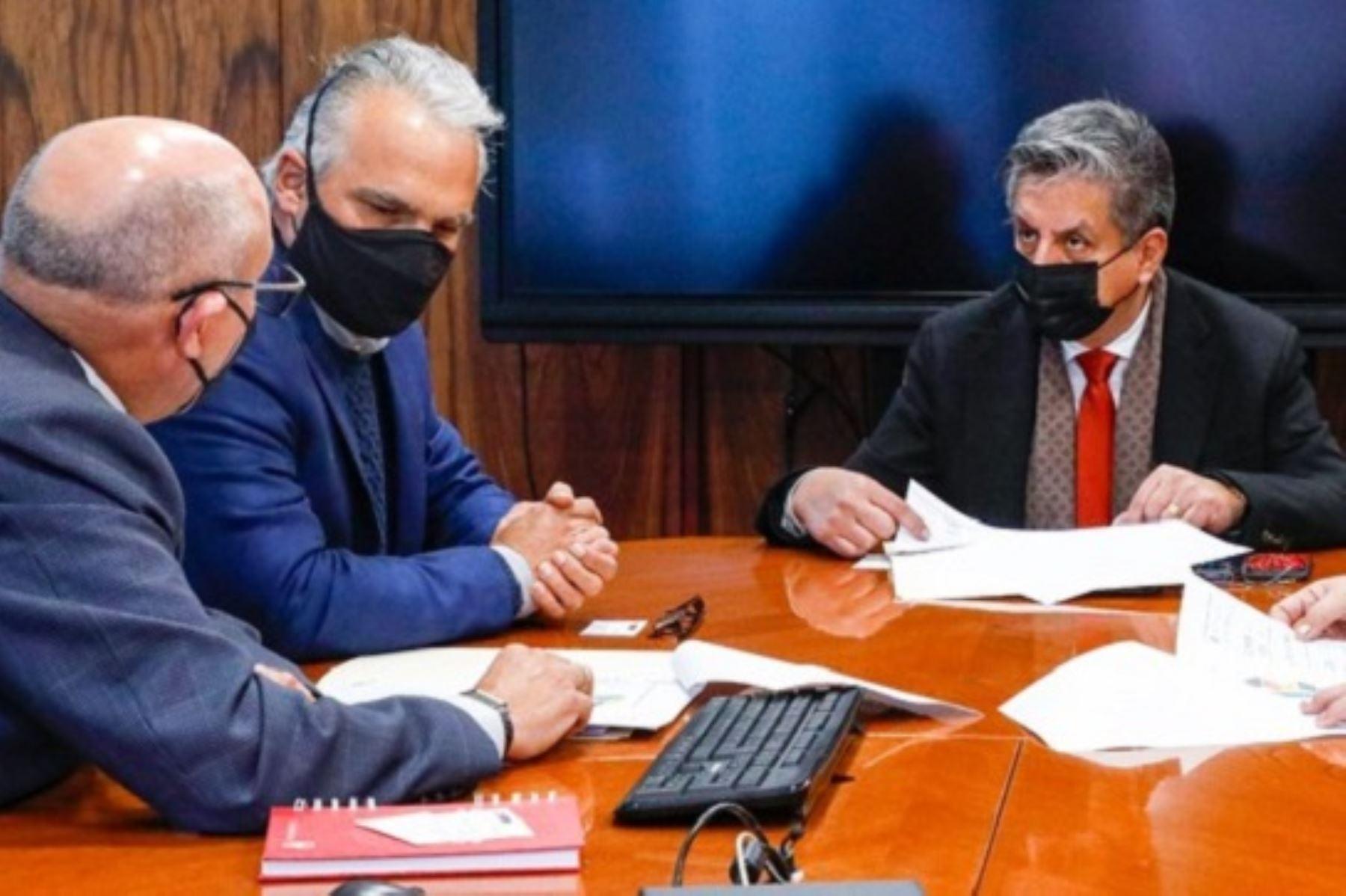 Ministro de Energía y Minas, Iván Merino, se reunió con directivos de la Compañía de Minas Buenaventura. Foto: Cortesía.