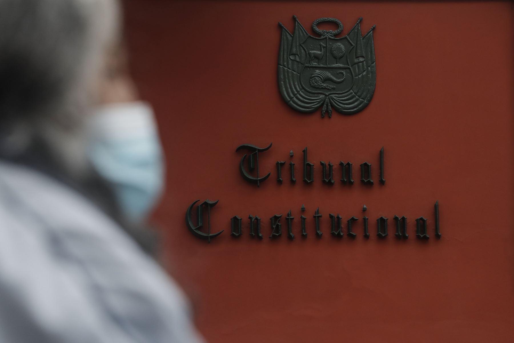 Aprueban reglamento de comisión parlamentaria que elegirá a miembros del TC
