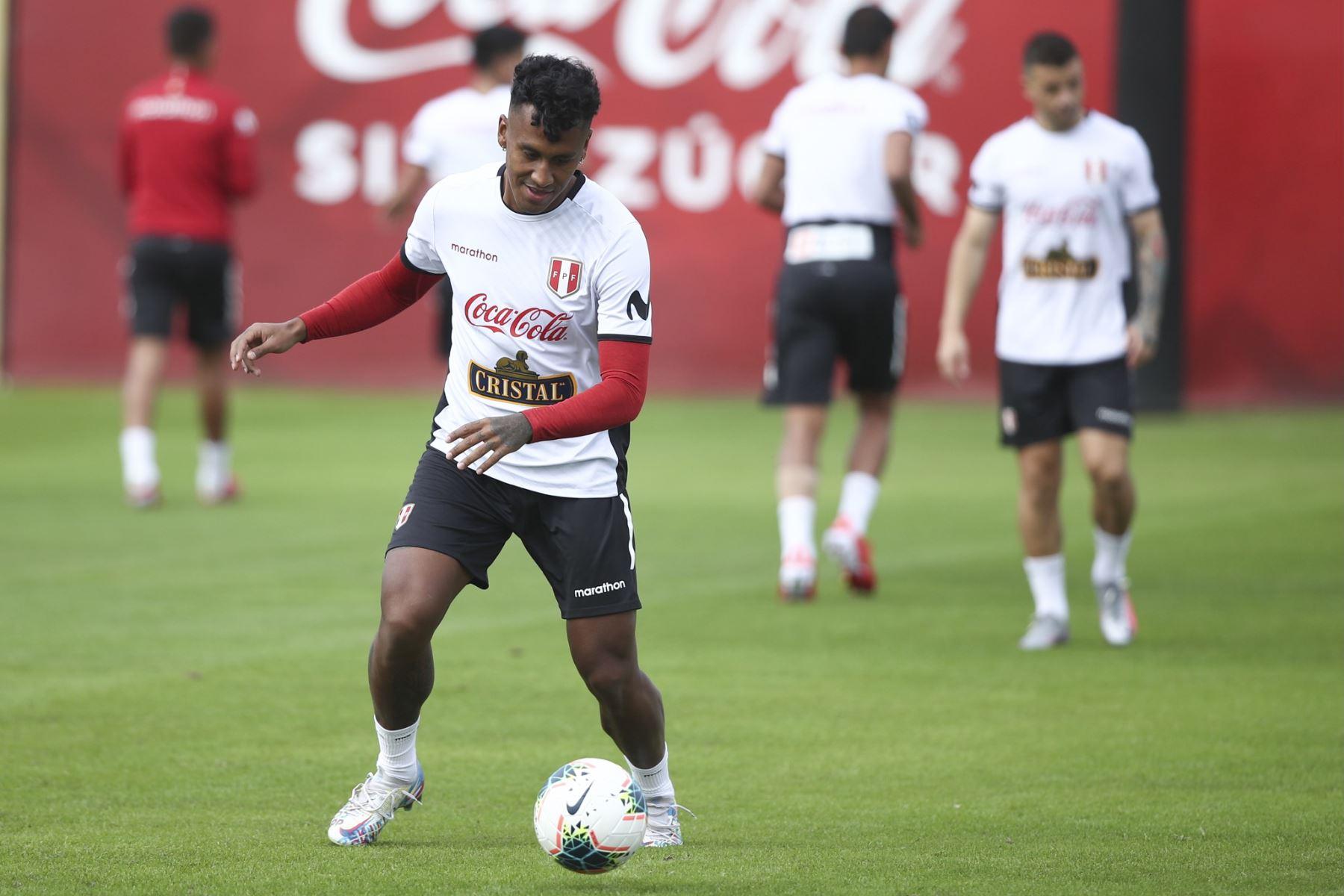"""Renato Tapia: \""""Hay que tratar de ganar porque  lo necesitamos\"""""""