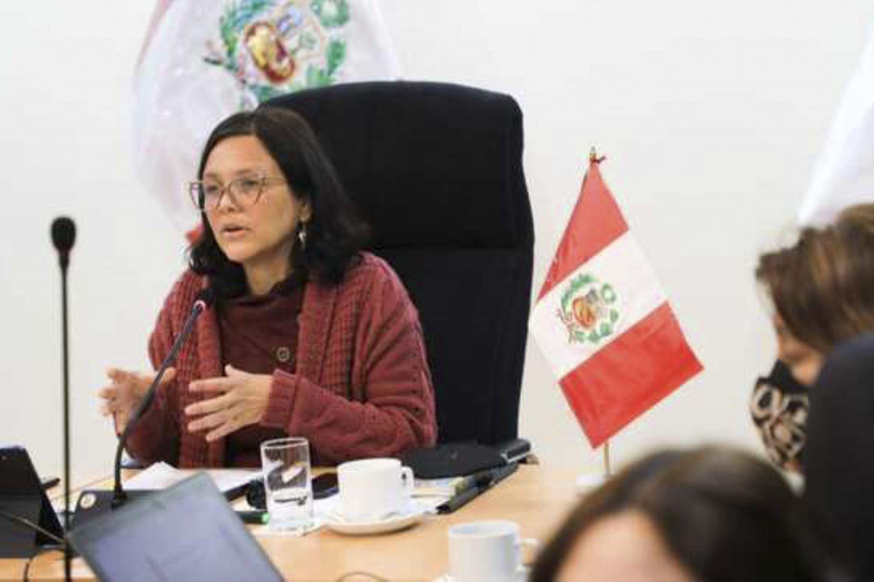 Ministra de la Mujer considera preocupante insistencia a cuestión de confianza